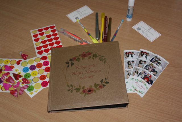 fotobudka, księga gości i akcesoria