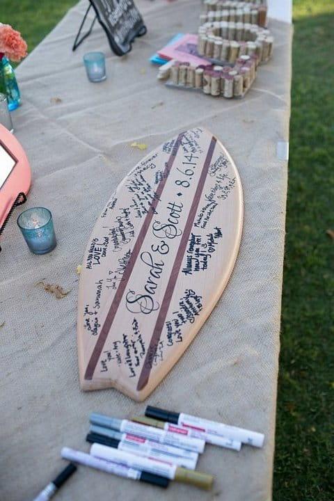 księga gości w formie deski surfingowej